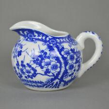 Milchkännchen Japan Kirschblüte / japanisches Porzellan / blau weiß / Nippon