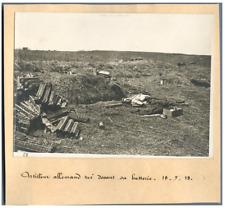 Guerre 14/18, Artilleur allemand tué devant sa batterie  Vintage print. WWI Ti