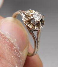 Ancienne Bague en or blanc 18 k sertie d'un diamant  ( solitaire )