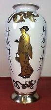 GRAND VASE EN  PORCELAINE. BASE D'ARGENT. AVEC POINCONS. JAPON(?) CIRCA 1950
