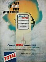 PUBLICITÉ DE PRESSE 1961 SUPER TOTAL ANTIGIVRE POUR VOTRE VOITURE EN HIVER POMPE