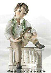 Figürchen Porzellan Figur, Junge Auf Balustrade Aus Hand IN Italien