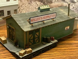 """WILLET""""S SUPPLY CO.  BUILDING BUILT UP!!  O SCALE and ON3"""