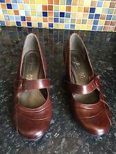 Wide (EE) Cuban Heel Casual Shoes for Women