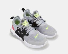finest selection reasonable price on feet images of Chaussures gris Nike en caoutchouc pour garçon | eBay