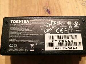 Genuine TOSHIBA Laptop Charger Power Supply PA3822U-1ACA 19V 2.37A 45W