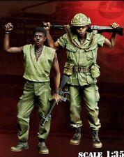 1/35 Resin Vietnam War 2 US Soldiers Standing BL186
