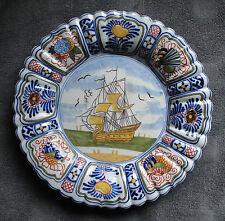 Magnifique ancien grand plat en céramique de DELFT polychrome décor au bateau