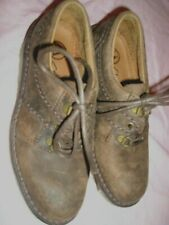 CLARKS BOYS SHOES IN DISTRESSED MOTTLE BROWN SIZE 3.5  EXCELLENT CONDITION
