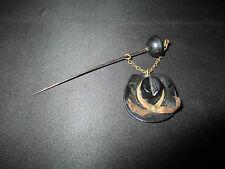 ancienne broche chapeau et épée mousquetaire gutta-percha et métal fin XIX ème