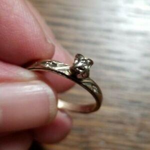 Vintage 10K Ladies Yellow Gold w/3 Small Diamonds