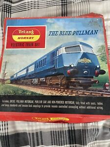 TRI-ANG RS.52 THE BLUE PULLMAN TRAIN SET Faulty Engine