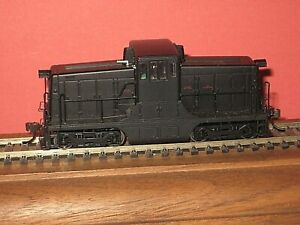 HO Bachmann: GE 44 ton small diesel. Undecorated. Sort of Running. DCC. C-6 sc