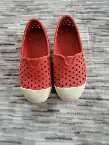 Old Navy Toddler Water Shoes. Size 10. Red. Good Condition.