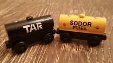 Thomas Wooden Railway Sodor Tar & Fuel Tanker Cars 1999 Britt Allcroft GUC