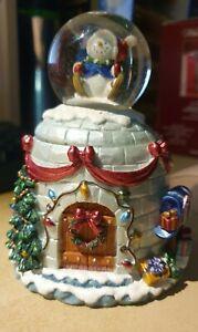 KIRKLAND Water Globe Christmas Snowman Igloo