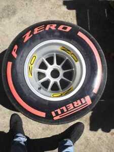 NEU Original Formel 1 F1 RACE Komplette OZ Pirelli P-Zero Felgenreifen FIA TAG