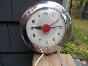 Vintage Sentinel Wafer Wall Clock, Ingraham, mid-century, Chrome, Runs Electric
