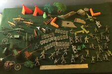 Box of Miniature Army Men Accessories, 19th-20th Centuries' Wars - Toy Soldiers