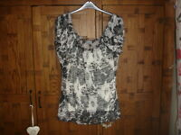 Lovely Ladies Per Una 2 Piece Occasion/Holiday Gypsy Top  -  Size 20  BNWOT