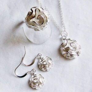 Schmuck-Set Rosen Design Silberbeschichtet Anhänger Kette Ohrhänger Ring 18,4 mm