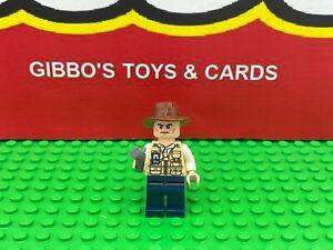 LEGO VET scowling - wrong hat minifigure JURASSIC WORLD set 75918 figure