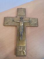 JESUS AM KREUZ MESSING , GOLD , MESSINGBESCHLAGEN , HOLZ