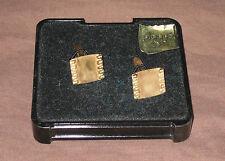 Lot 2 boutons de manchette plaqué or