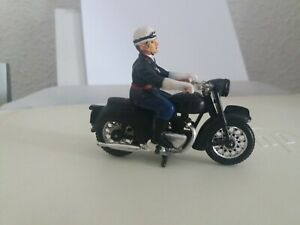 MOTARD ET MOTO POLICE DIORAMA OU TOUR DE FRANCE 1/32 ème ? SANS BOITE TBE