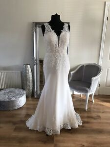Bridal Gown/Wedding dress,V-neck, Sleeveless,Low back, Lace,Size 16, Brand New