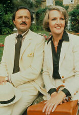 Penelope Keith & Peter Bowles 10 x 8 UNSIGNED photo - P1178 - To the Manor Born