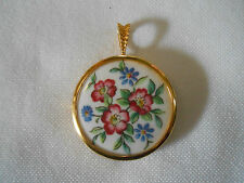 """Paragon"" Pendant Of The Worlds Greatest Porcelain Houses Danbury Mint"
