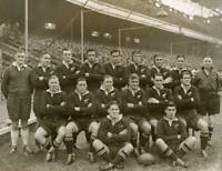 OLD LARGE PHOTO RUGBY UNION TEAM, the 1945 New Zealand Kiwi Army team