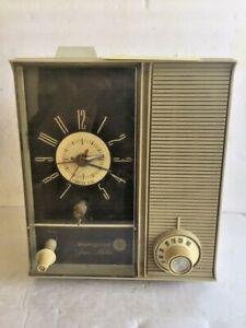 Vintage Westinghouse Spacemaker Clock Radio Retro MCM