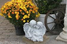 Statue Deux anges amoureux, fille tenante cœur en pierre reconstituée