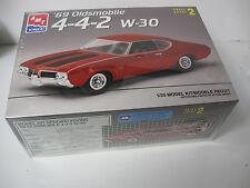AMT 1969 Oldsmobile 4-4-2  W-30 model kit (NIB)