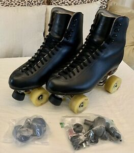 Douglas Snyder skates Size 10W with Riedell pro black boots