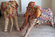 Objet de Décoration: Paire d'Eléphants Ancien brodé provenant d'Inde