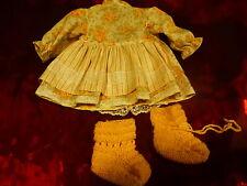 robe ,culotte ,chaussons   tricotés=bébé,  bella ,gégé du vintage  de 30-40cm