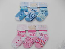 """BNWT Baby girls and boys blue and pink  """"I love hugs"""" socks. 0-3 m 3-6 m 6-12 m"""