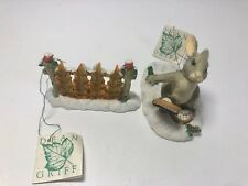 2 Charming Tails - Binky Snow Shoe And Leaf Fence Accessory - Figurines