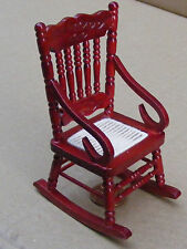 1:12 SCALA in legno sedia a dondolo con un panno Sedile casa delle bambole mobili 114