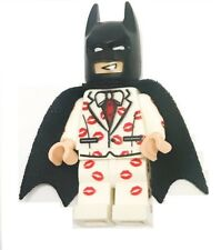 LEGO DC SUPER HEROES BATMAN KISS WHITE TUXEDO WITH CAPE