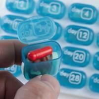 Medizinbox 31 Tage Pillendosen Pill Organizer Tabletten Dispenser Monat C6A F5H6