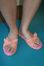 Paul Frank Medium Size 7/8 $32 Pink Yellow Apples Tied Knot Slippers 240127015
