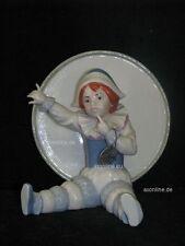 +# A012413_04 Goebel Archiv Ruiz Clown Harlekin vor großer Trommel 11-404 Plombe