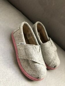 Toms Shoes Toddler Girl's Classic Shoes Light Gray Knit Sz 7