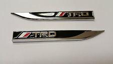 2 X TRD SPORT piccolo logo sul lato ALA distintivi in metallo il rimontaggio Fender Rosso Bianco T R D