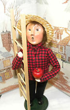 BYERS CHOICE The Paper Store Boy with Apple Ladder 2002      *