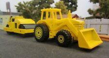 * 1/64 * Hot Wheels * Caterpillar Road Roller CB24B XT + Tractor *
